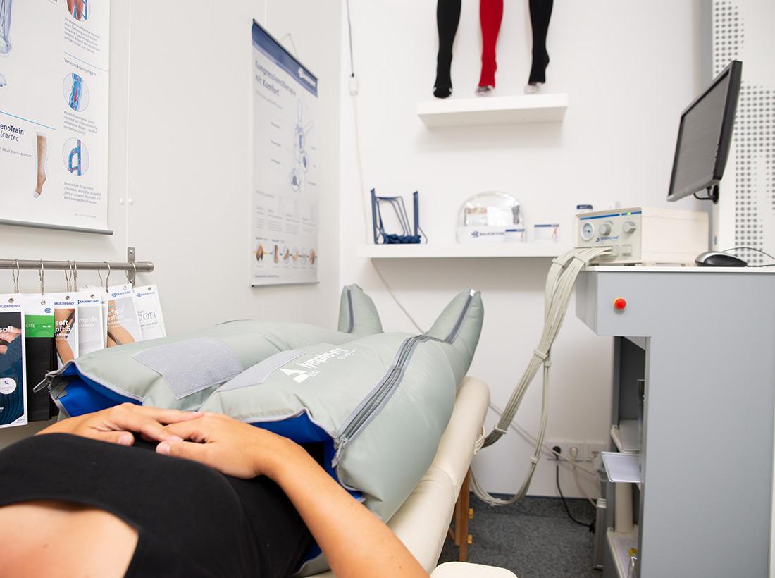 Schuh Tasch, Orthopädie-Schuhtechnik, maschinelle Kompressionstherapie in der Filiale Erfurt