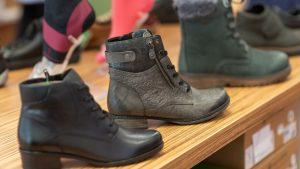 Schuh Tasch, Orthopädie-Schuhtechnik, Foto von Schuhen im Ladengeschäft